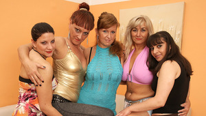5 old and young lesbians party hard