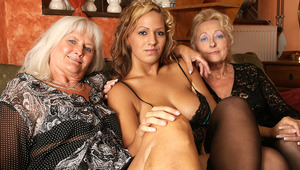 Hot babe doing two old lesbians at once