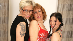 3 cougar and young lesbians love pee
